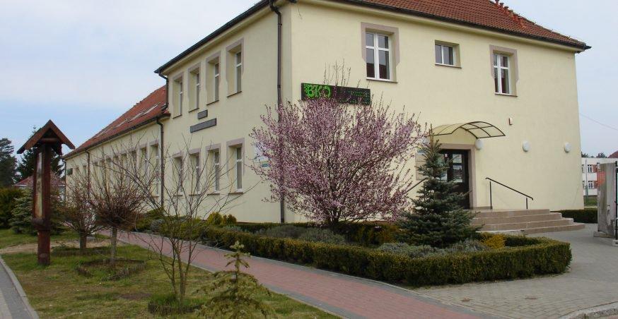 Budynek Kulturalno-Oświatowy przy Zespole Szkół im. Bohaterów Oflagu II D